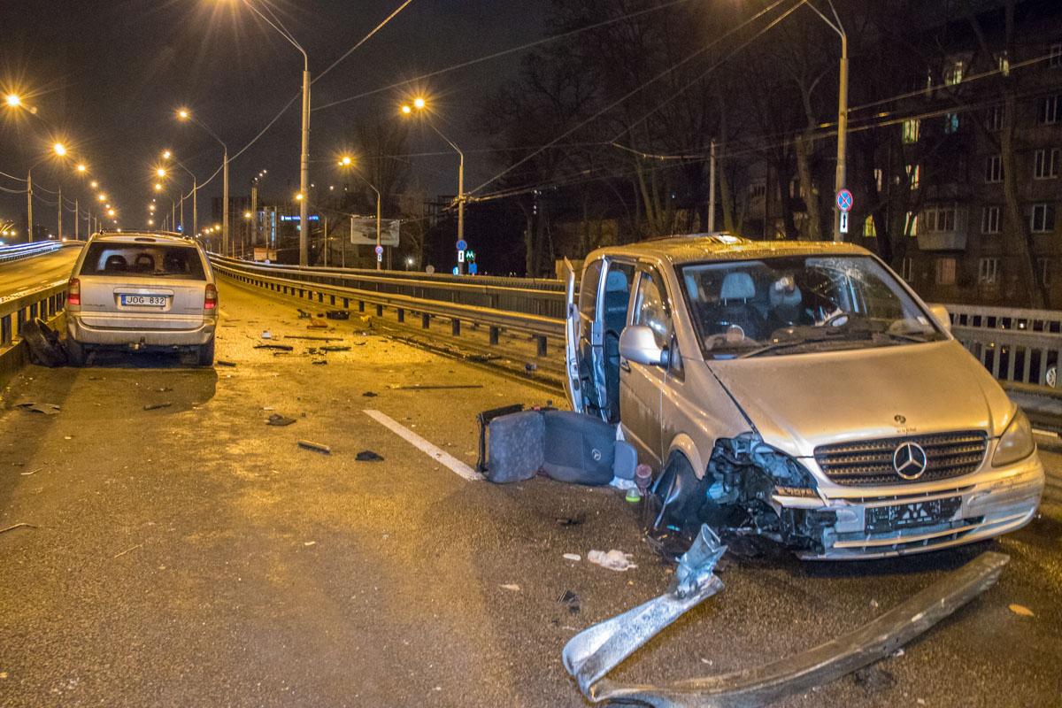 """ДТП произошло на заезде на мост """"Нивки"""""""