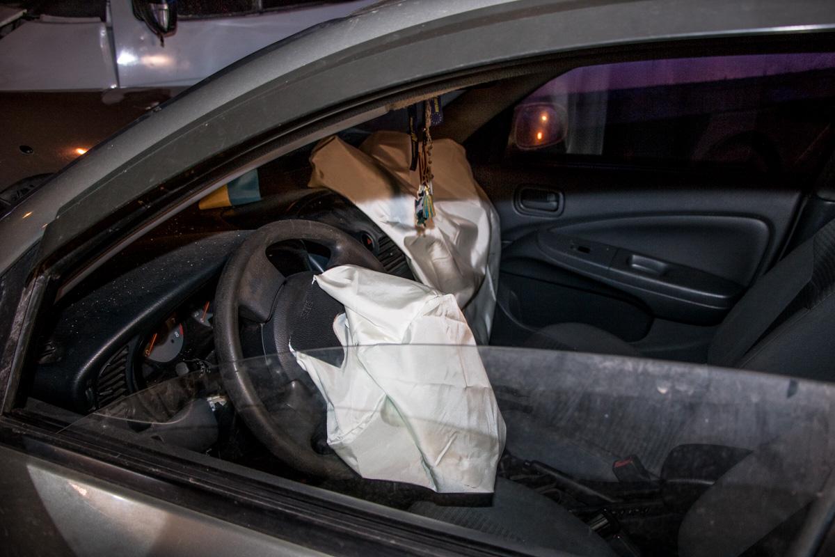В Nissan сработали все подушки безопасности