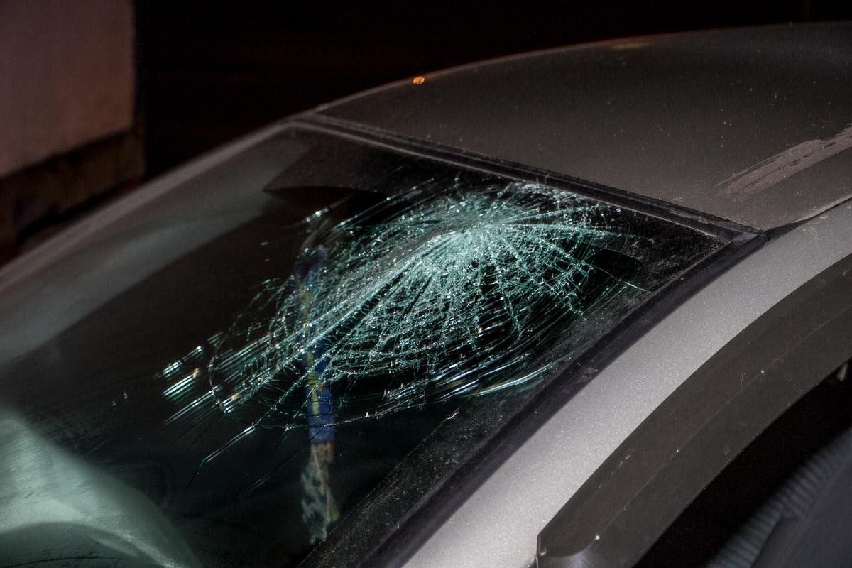 Место удара головы водителя Nissan