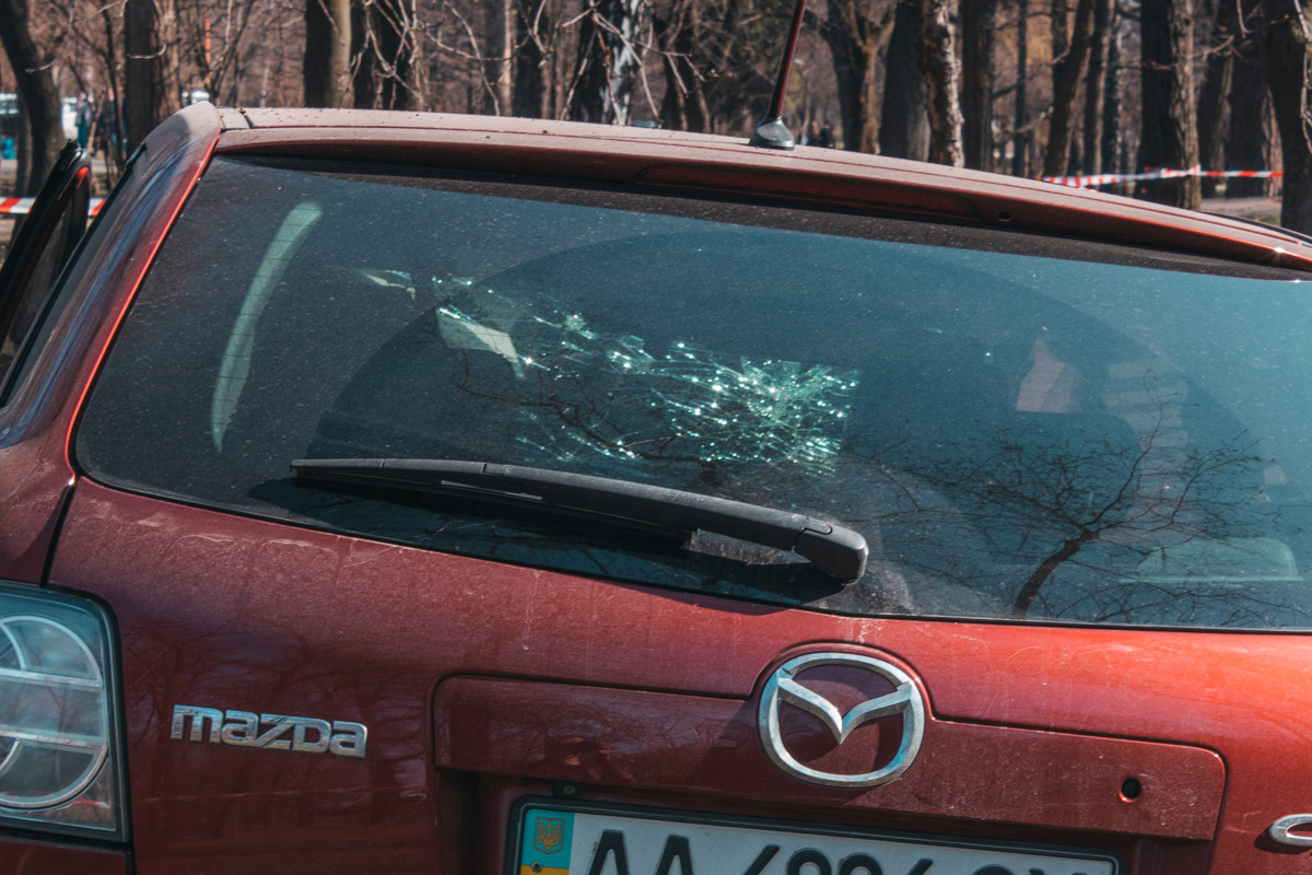 От удара машину развернуло, у авто сработали подушки безопасности и отпало колесо.