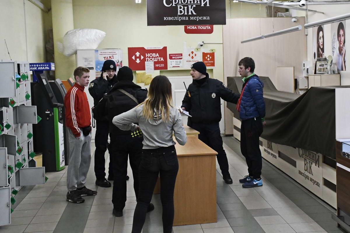 В ходе разбирательства стало известно, что грабители подходят под ориентировку другого преступления