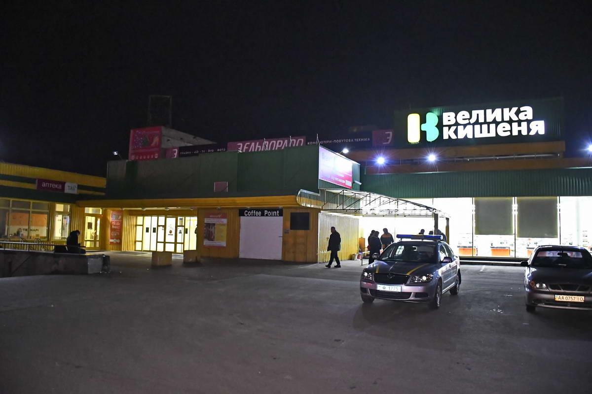 При попытке украсть товар из супермаркета задержали группу молодых людей