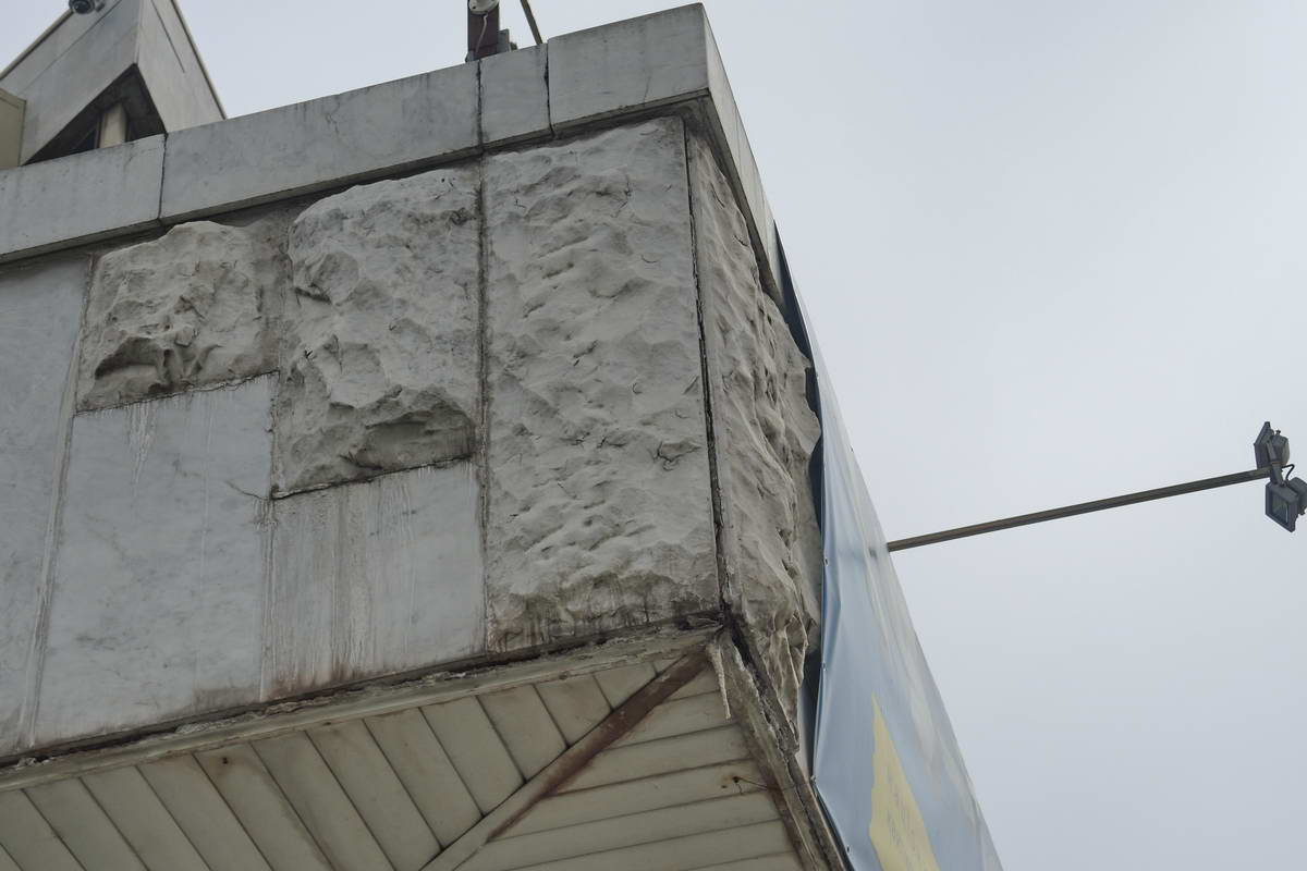 Фасад здания нуждается в новом ремонте