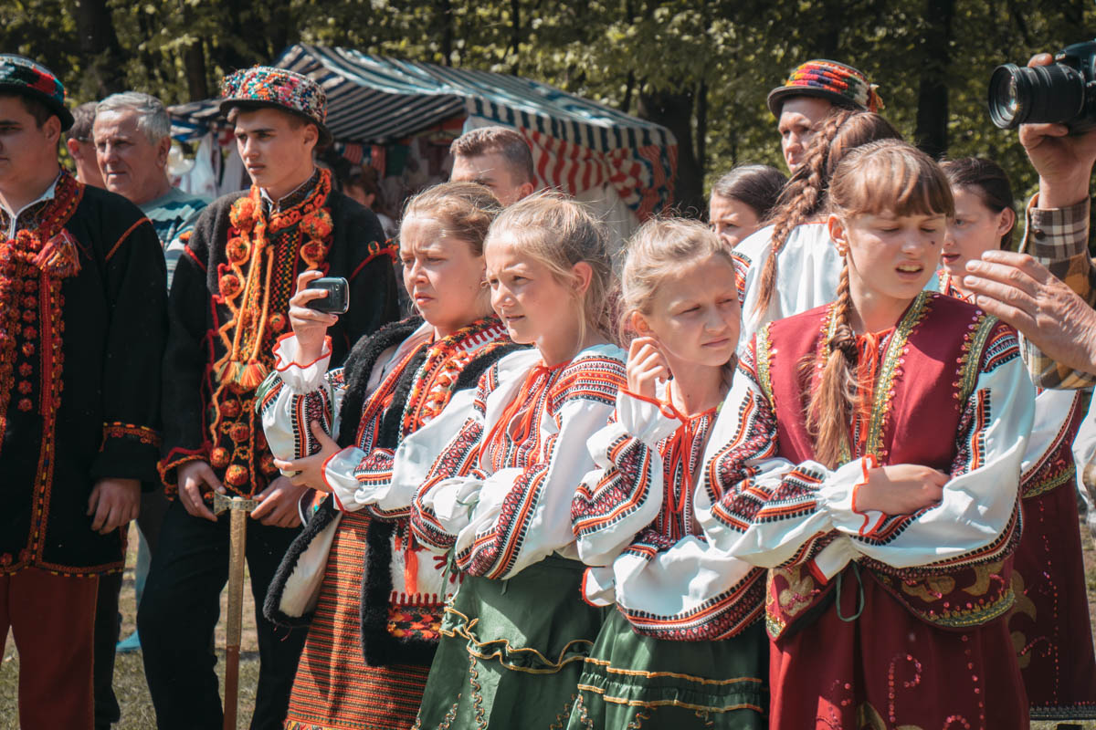 Участники мероприятия были одеты в вышиванки