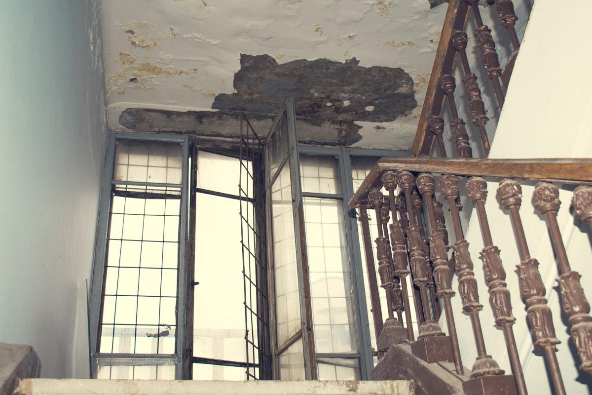 Ситуация с крышей приводит к невозможности проживания на последних этажах