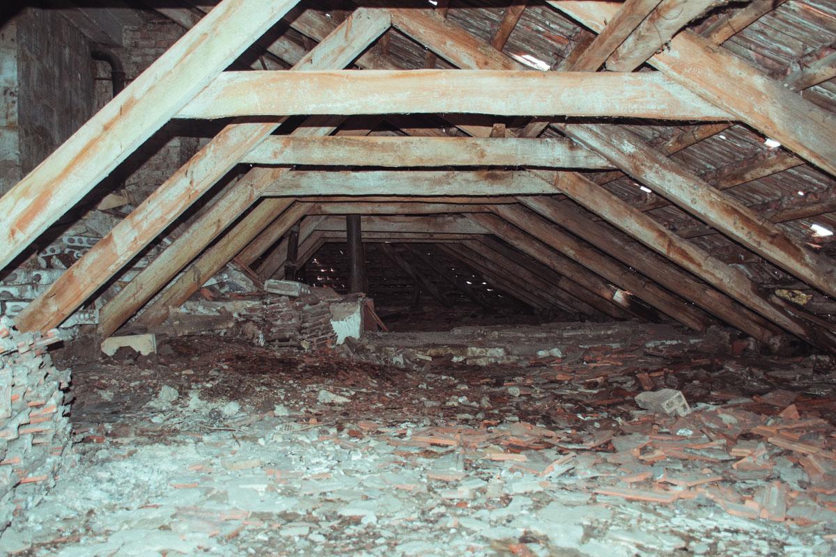 Крыша требует ремонта уже давно