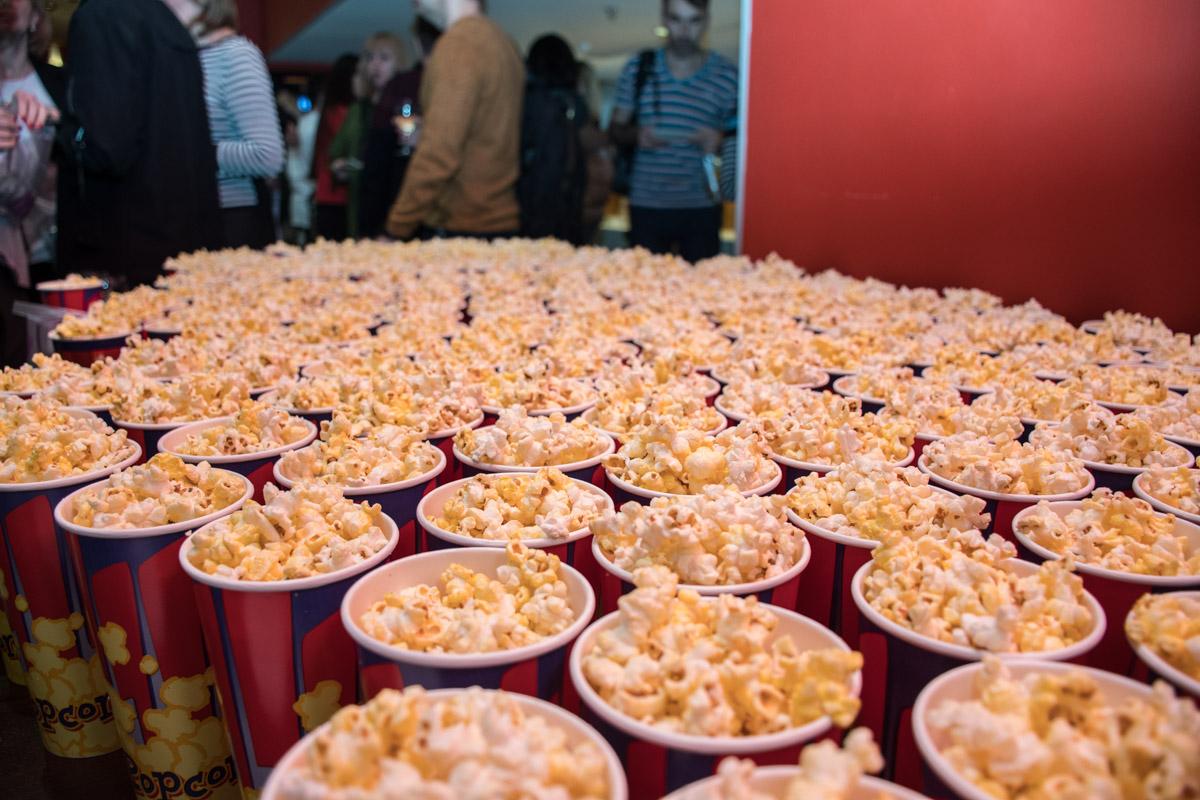 Зрителей угощали попкорном