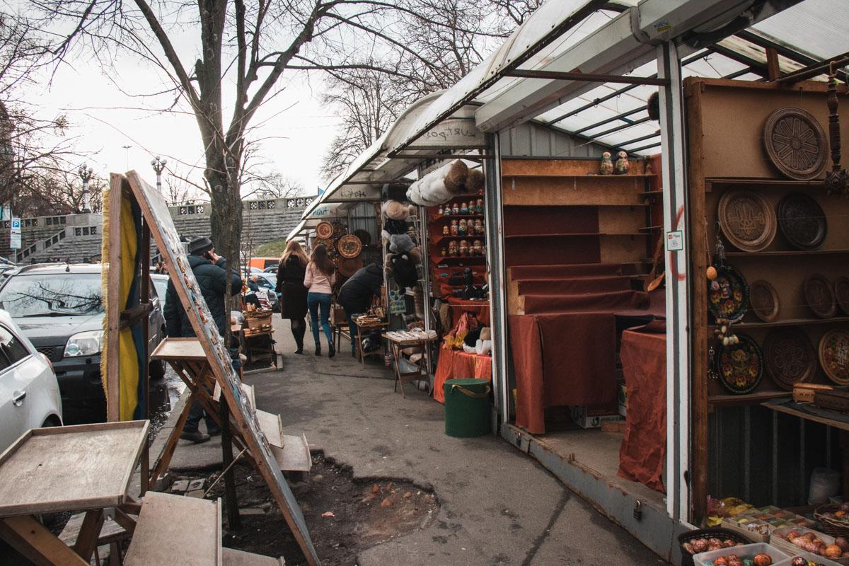 Очень много деревянной продукции не выдержит лежать под открытым небом