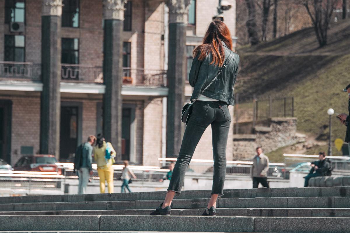 Надень укороченные джинсы с неровными краями - и чувствуй себя богиней