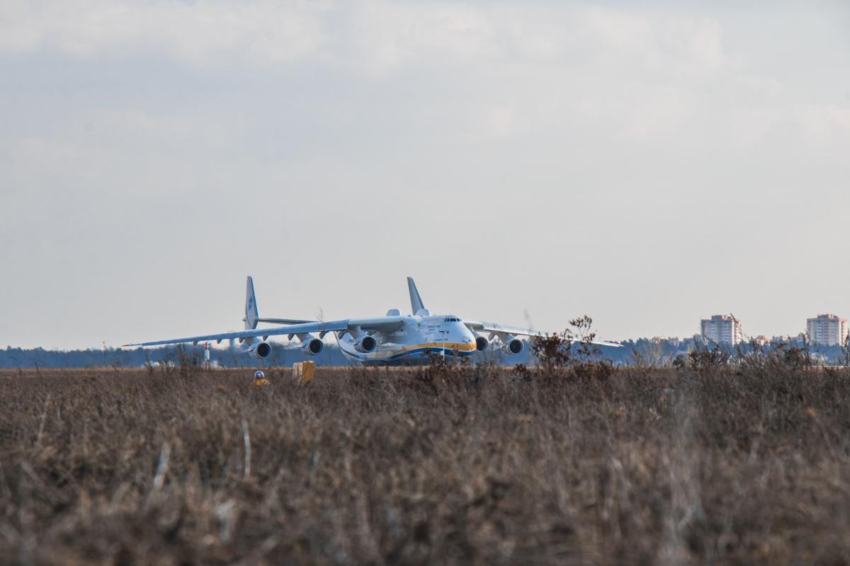 Самый большой самолет в мире вылетел в рейс из гостомельского аэродрома