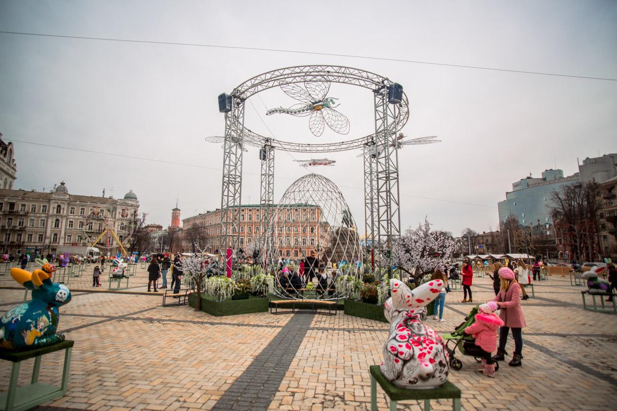 С первых минут открытия фестиваля жители и гости столицы зашли полюбоваться на пасхальные символы
