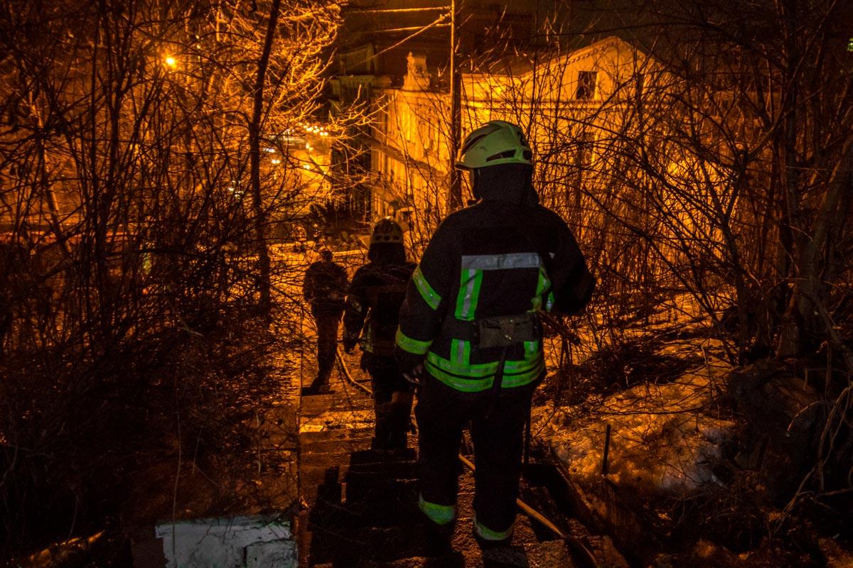 Пожар произошел на улице Боричев Ток