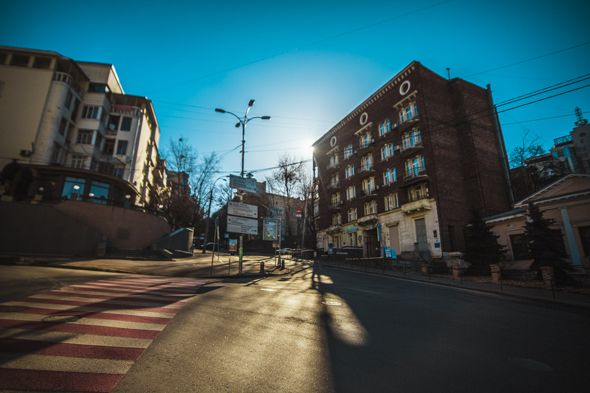Улицы города опустели
