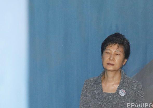 Суд приговорил экс-президента Южной Кореи Пак Кын Хе к 24 годам тюрьмы