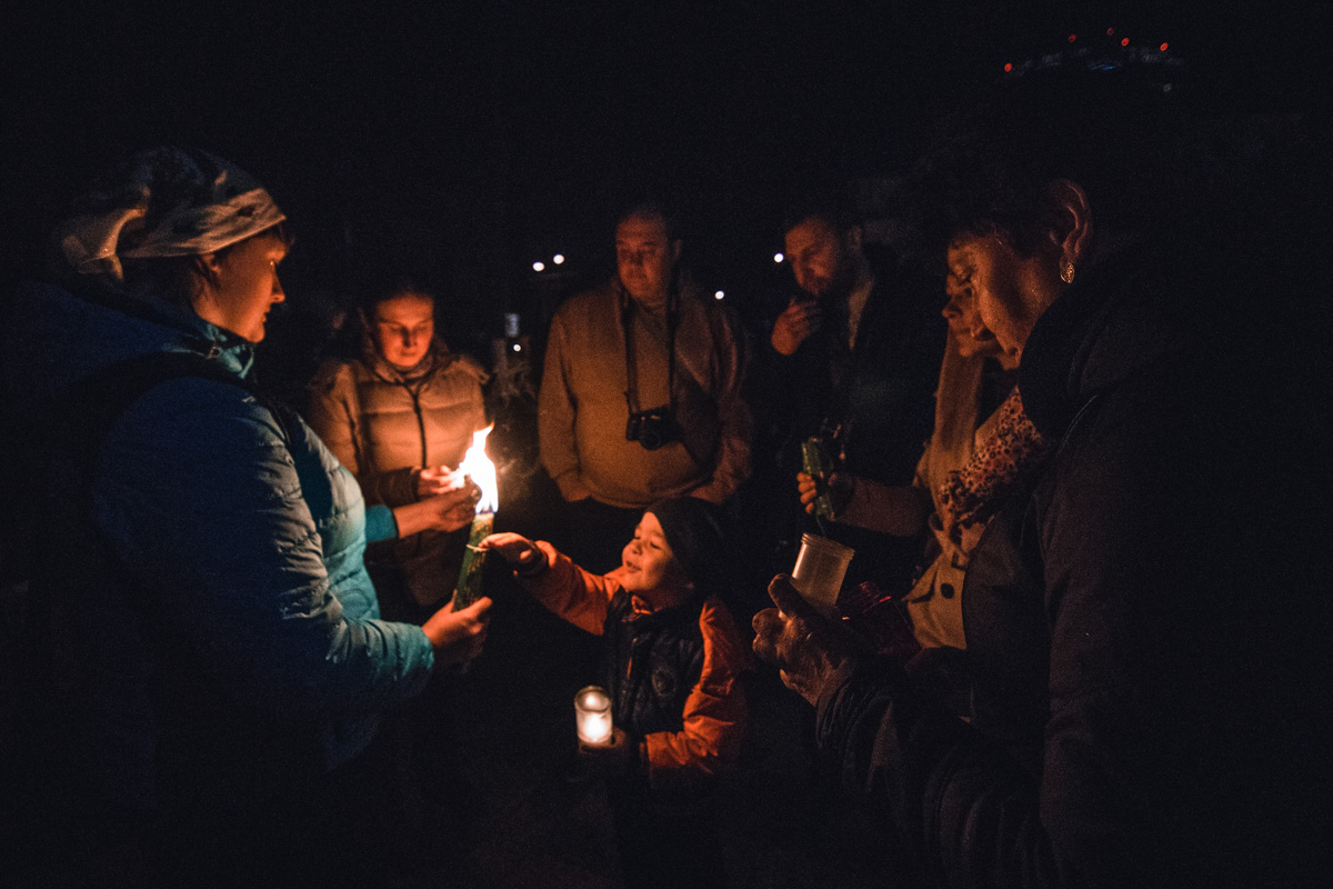 Возле Владимирского собора к девяти часам начали сходиться люди
