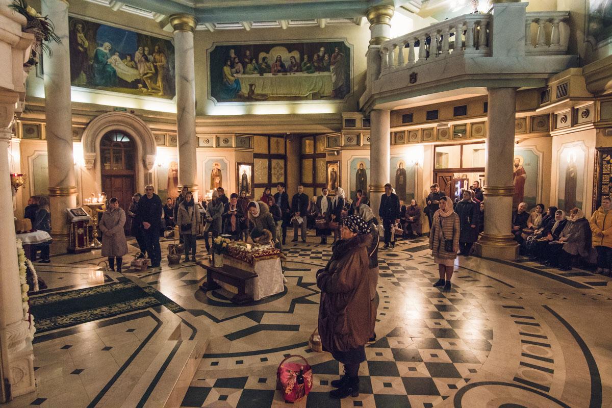 Одной из самых интересных среди новых церквей Киева является церковь Рождества Христова на Оболони