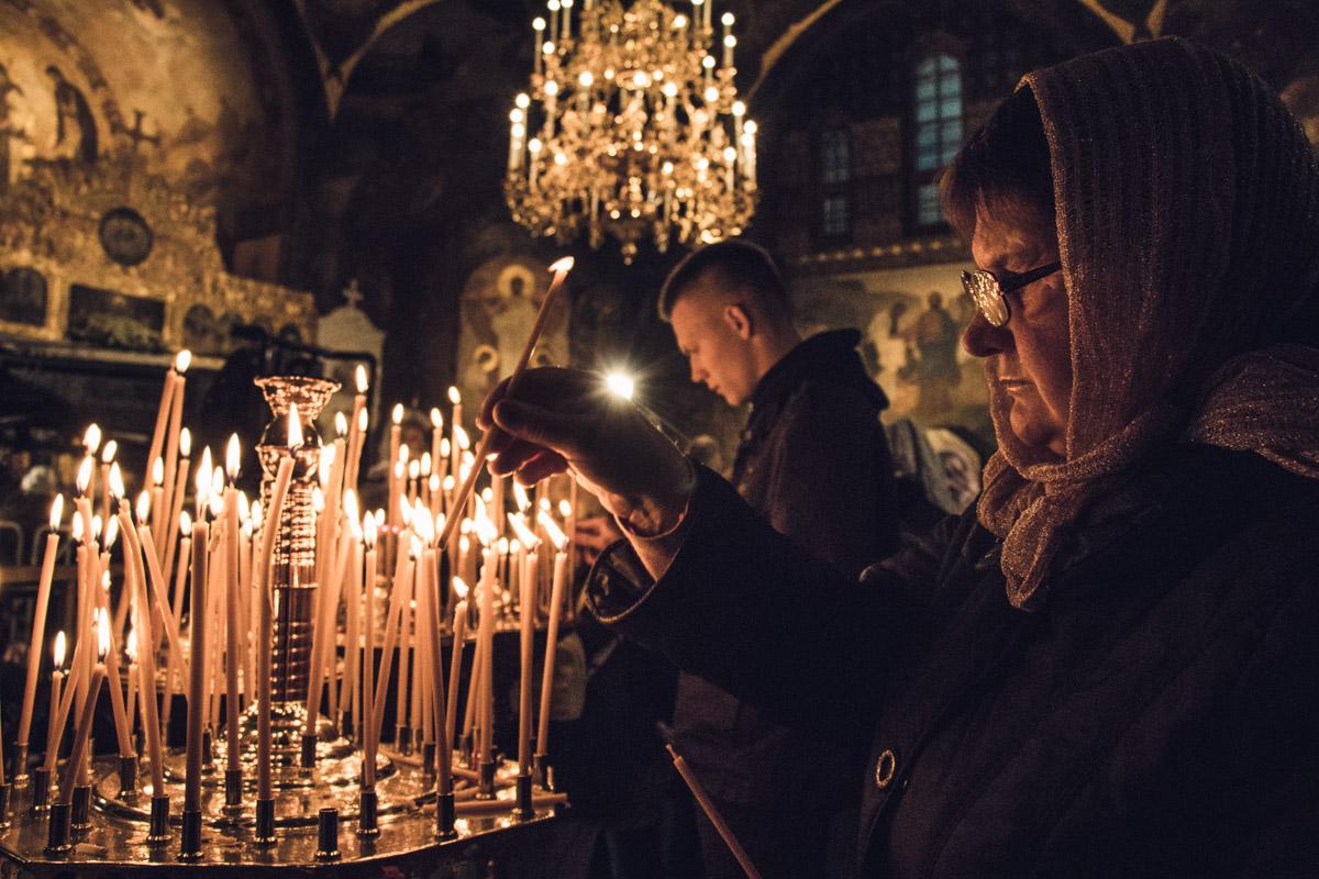 Горело много свечей