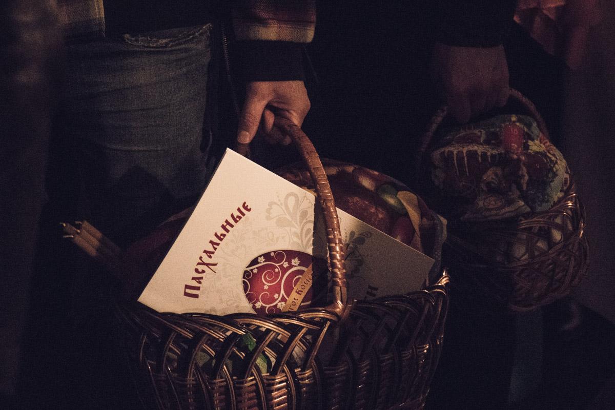 Каждый принес корзинку с продуктами, которую хотят освятить