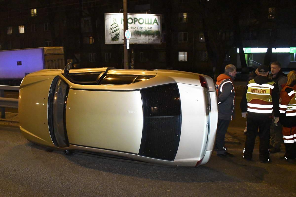 Hyundai подрезало маршрутное такси