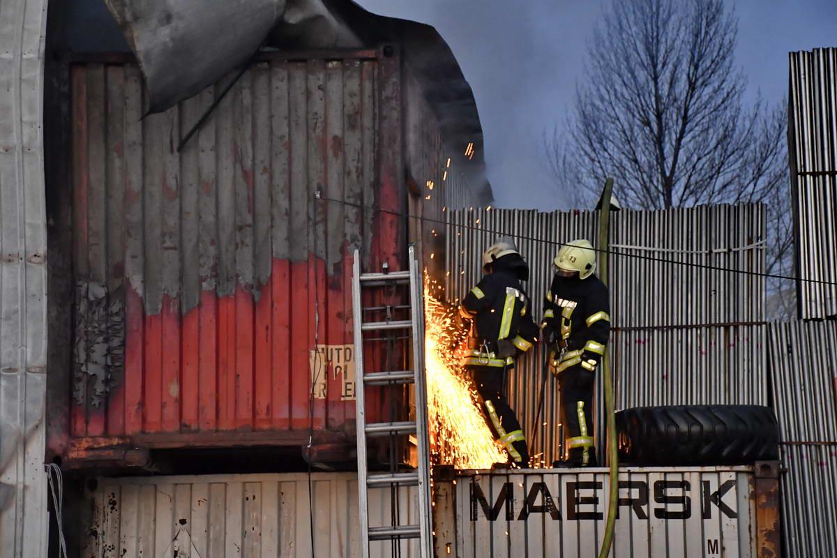 На пожаре работало 7 единиц основной и специальной техники и более 50 человек личного состава