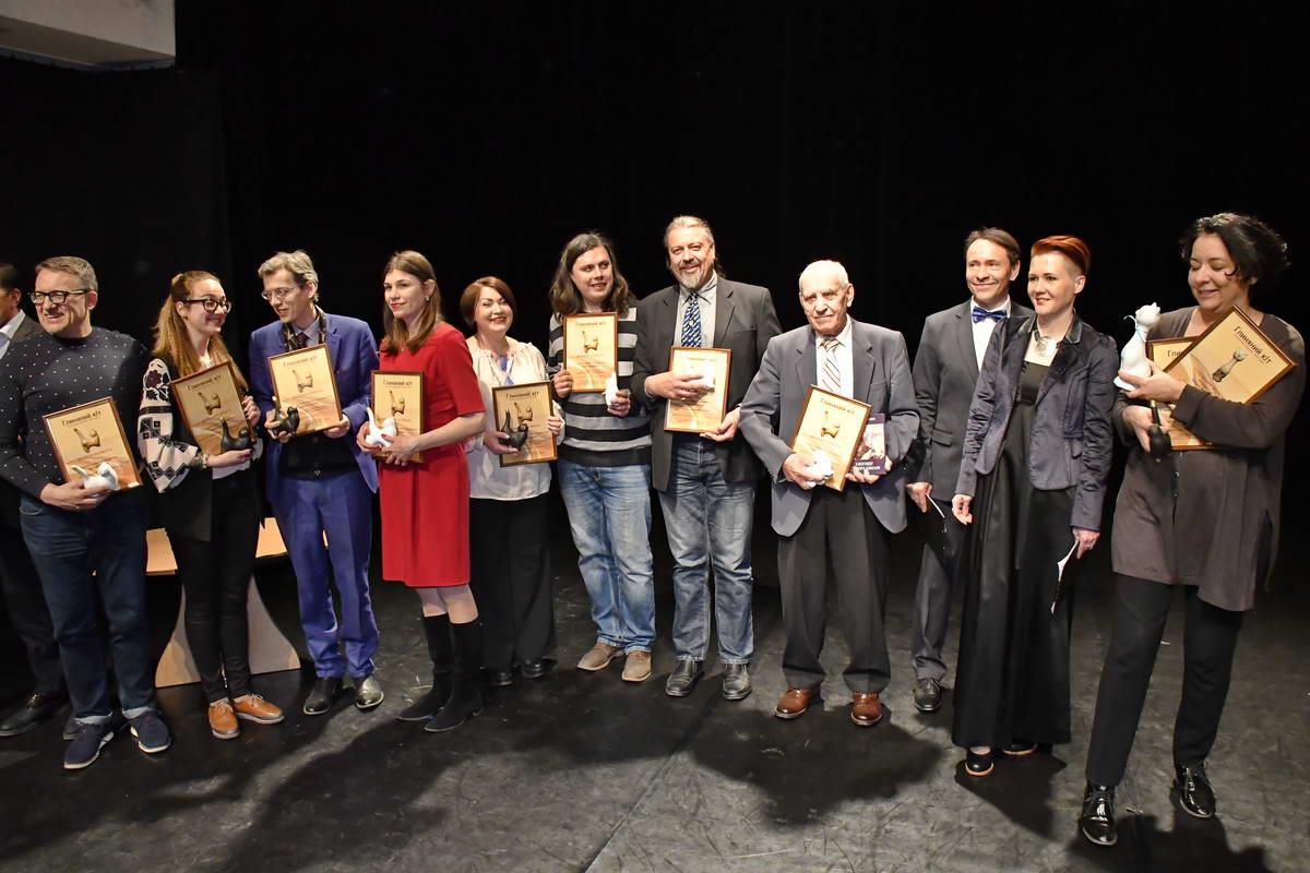 Вместо авторов, которые не смогли прийти, награды получали представители издательств