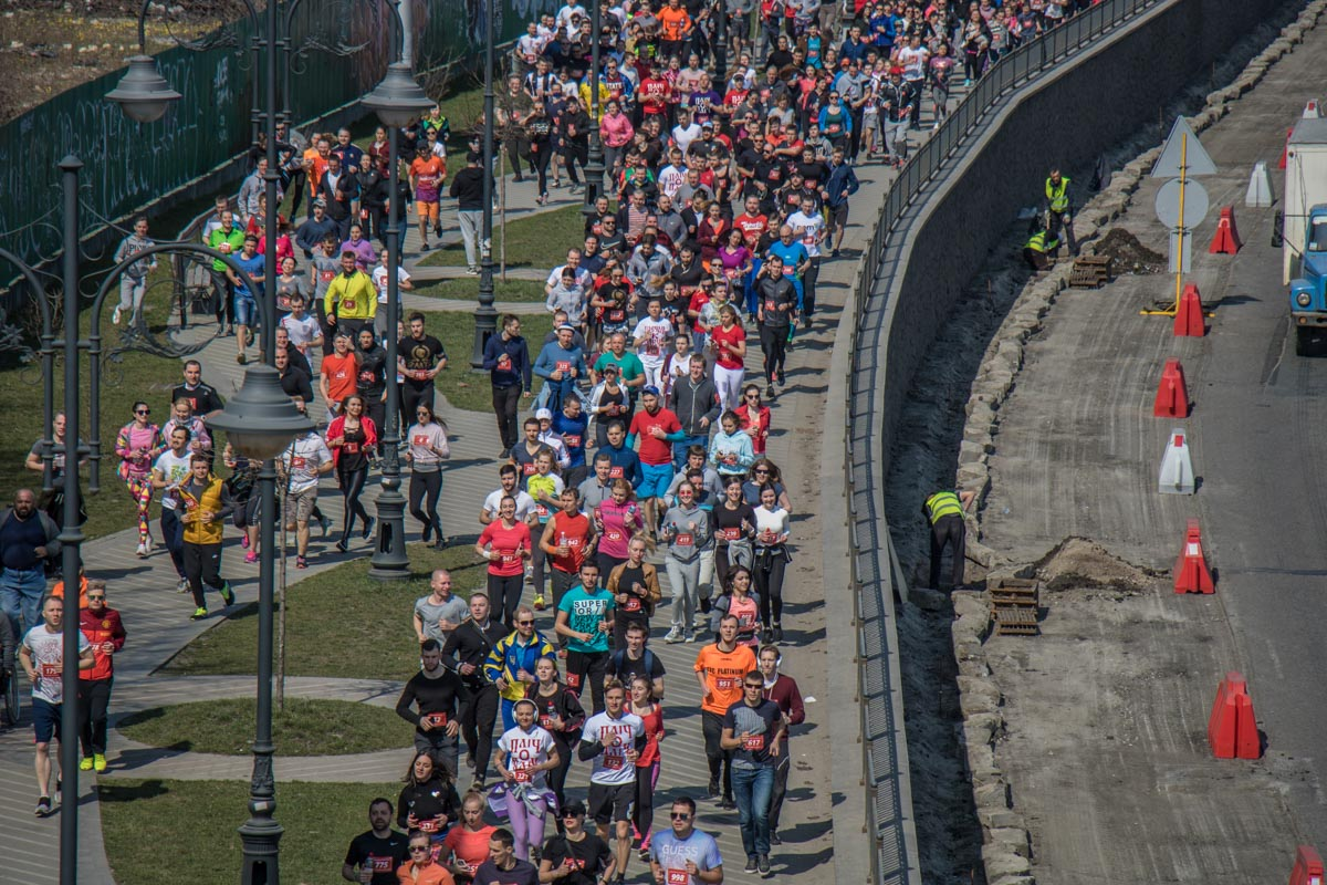 Около 1000 людей вышли на пробежку