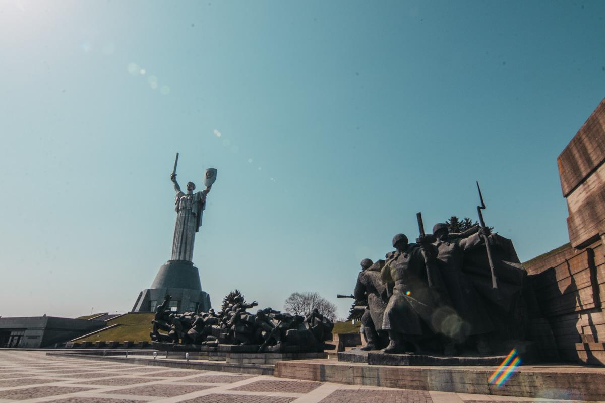Стоимость подъема на статую - 300 гривен для одного человека