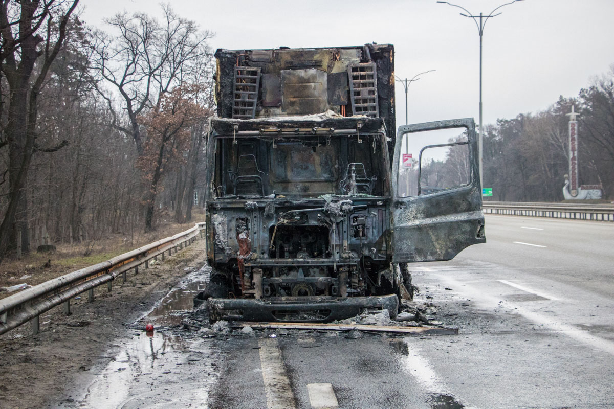 Во время движения загорелась фура на Бориспольской трассе