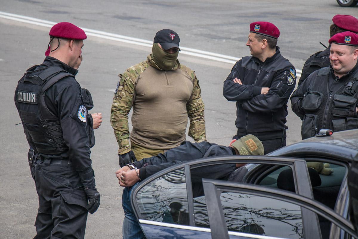 В задержании участвовали бойцы спецподразделений полиции