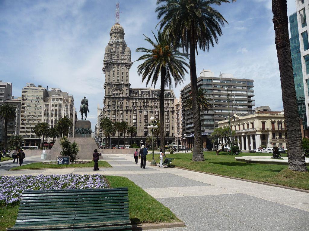 Украина договорилась о безвизе с Уругваем и Перу