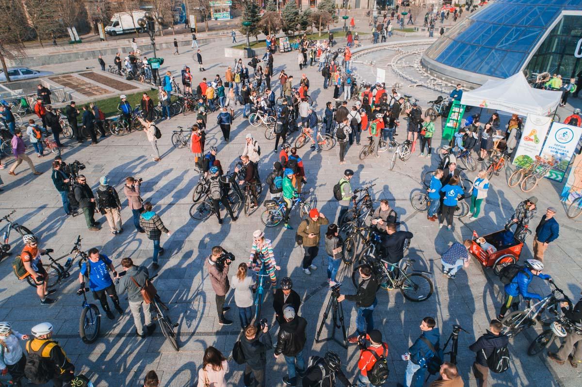 Несколько сотен велосипедистов собралось на флешмоб