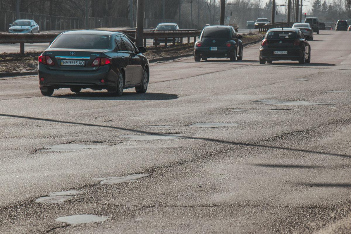 Состояние улицы плачевное, это качается не только дорожного покрытия, но и всей дорожной инфраструктуры
