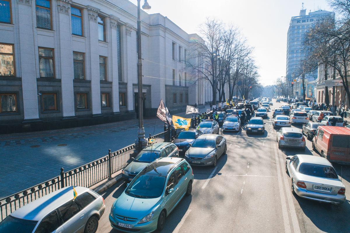 В Киеве владельцы автомобилей на еврономерах требовали новые условия растаможивания машин