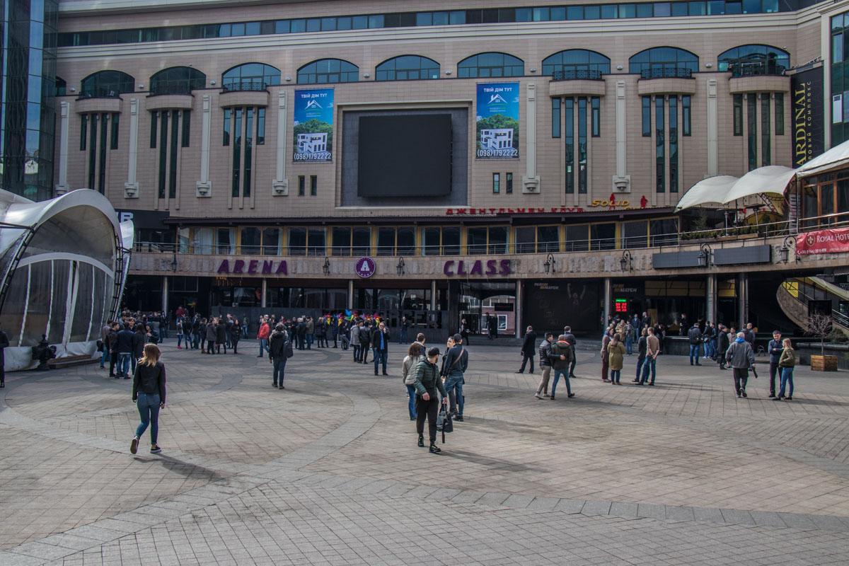 В Киеве эвакуировали людей из Mandarin Plaza