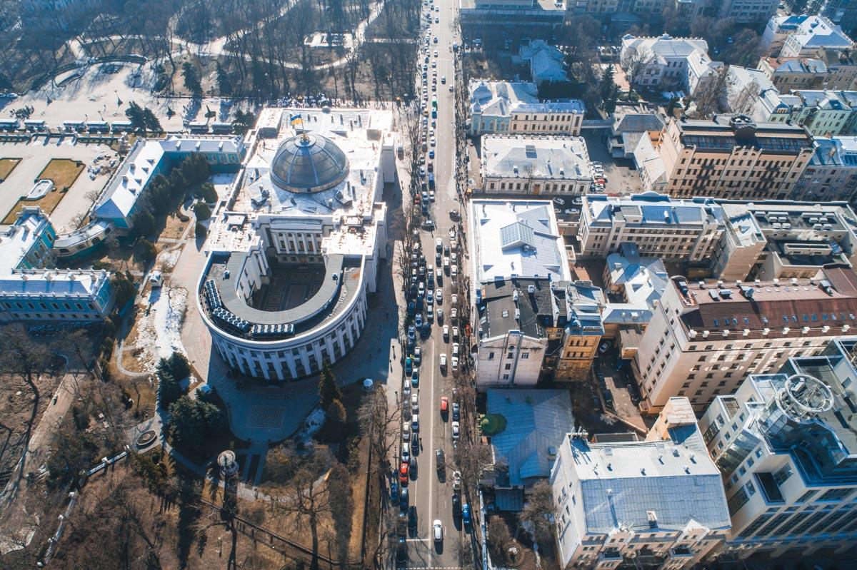 На участке дороги возле Верховной Рады образовалась огромная пробка
