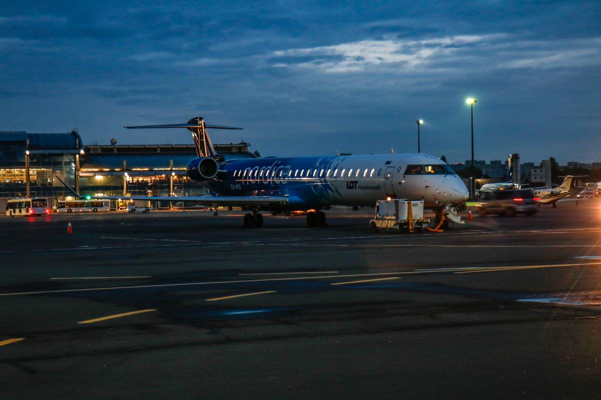 Самолет в ожидании полета