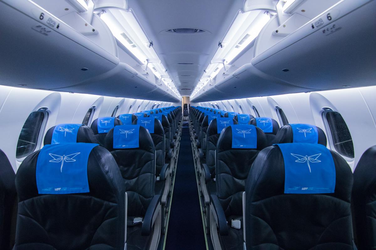 Данная модель самолета берет на борт 90 человек пассажиров