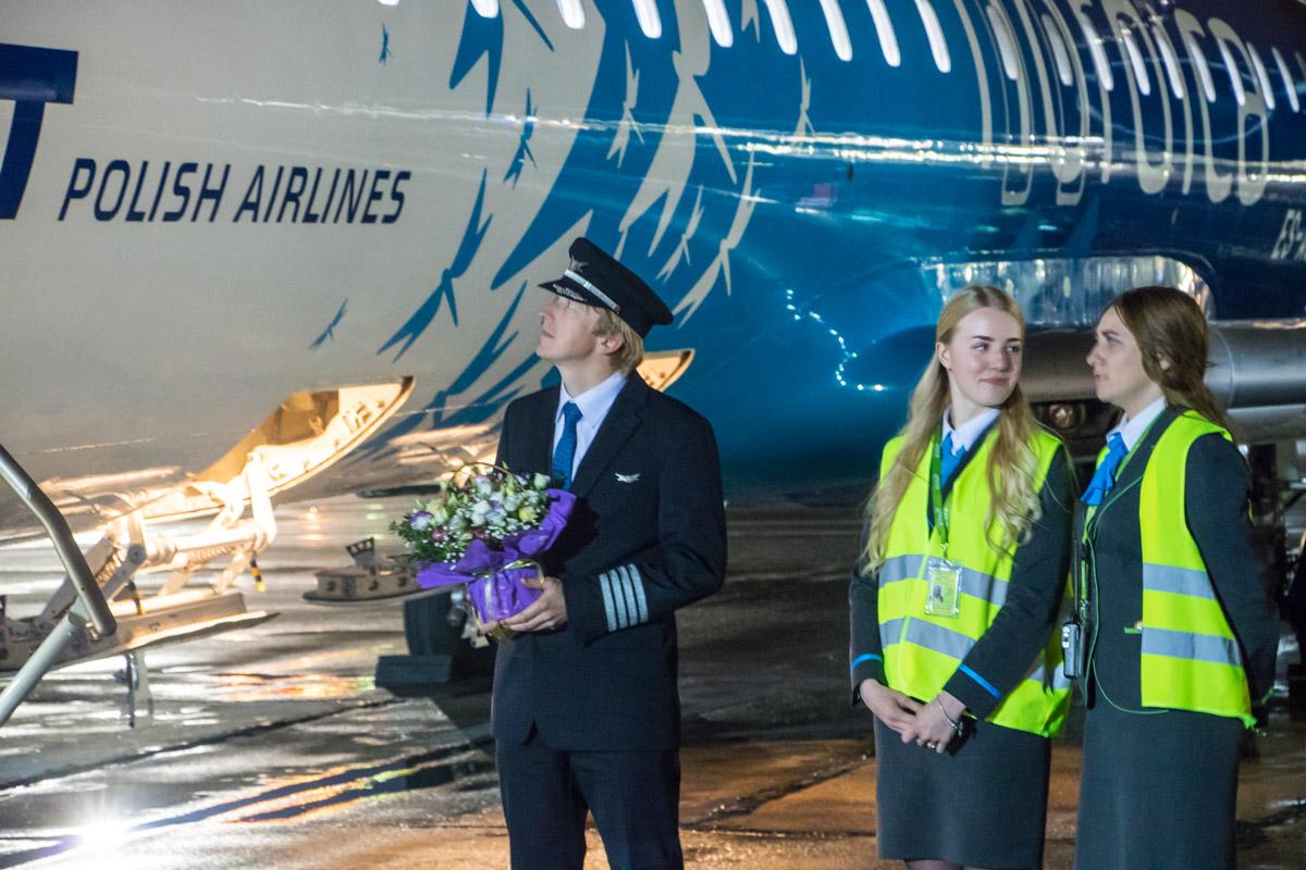 Пилотам вручили цветы