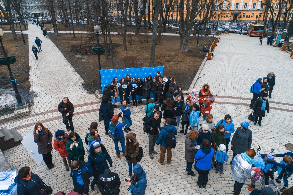 В парке Шевченков прошла акция в поддержку детей аутистов