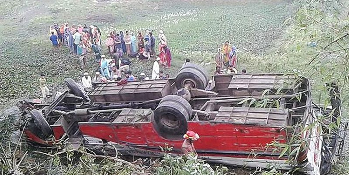 В Бангладеш Гаполгаджи автобус съехал с трассы в кювет - погибли восемь человек