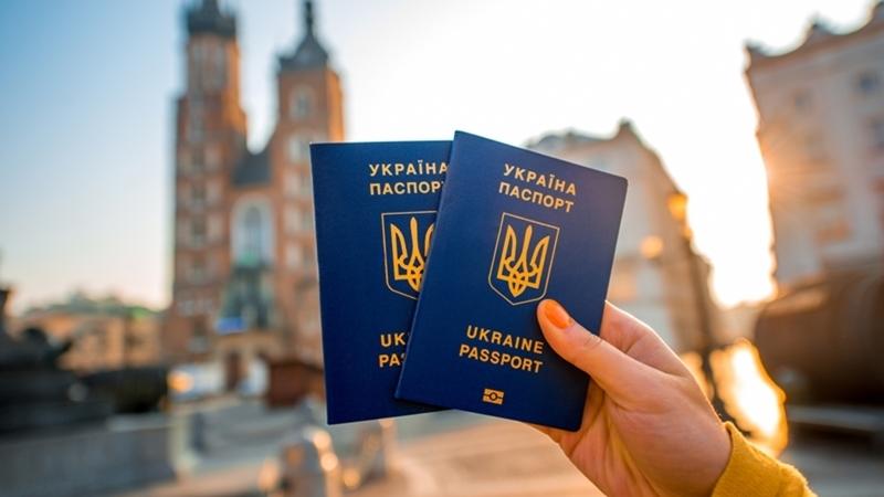 Накануне Украина договорилась о безвизе с Перу и Уругваем