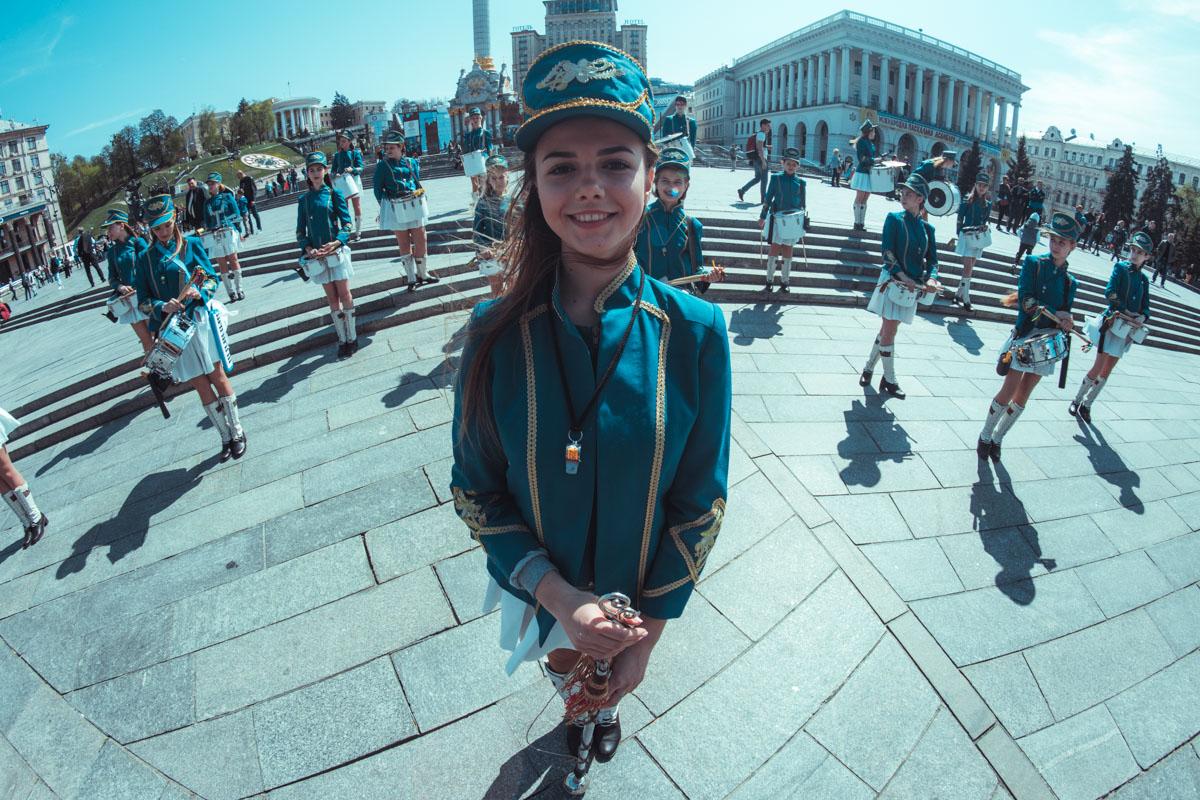 Под звуки оркестра Кубки приехали на Майдан Независимости