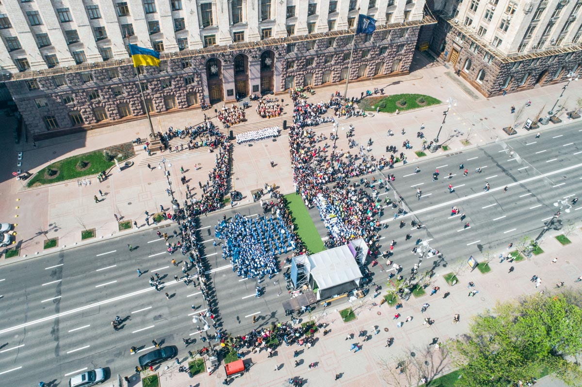 После торжественной речи главы Киева все желающие могли сделать селфи с Кубком