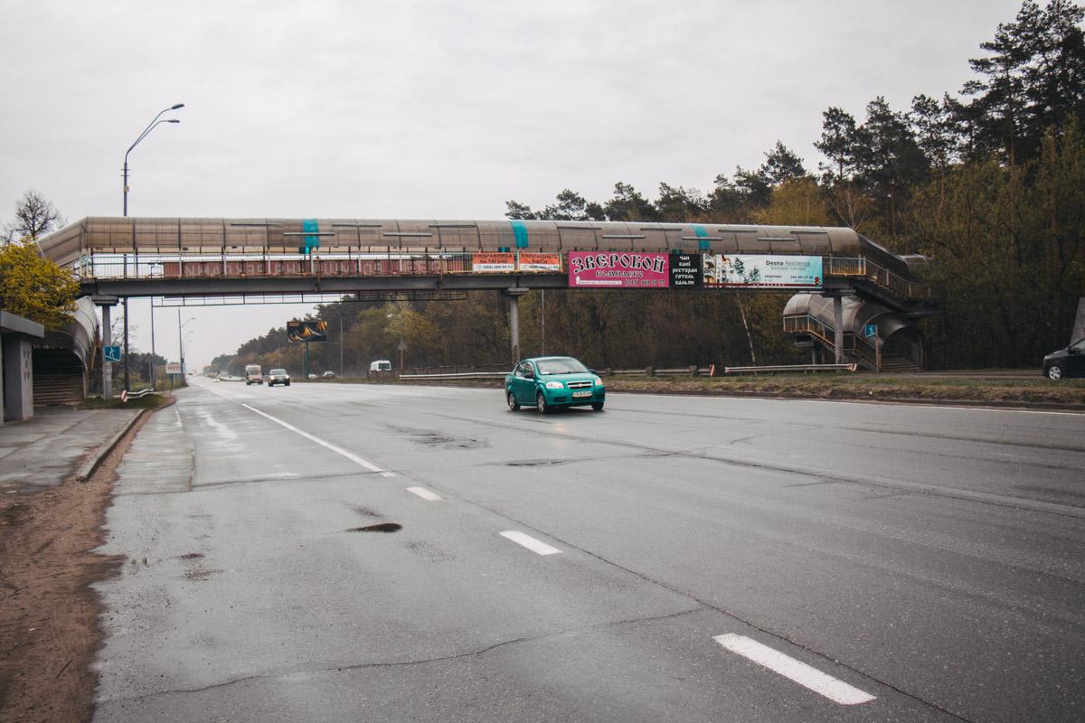 Кое-где на дороге встречаются огрехи в виде трещин