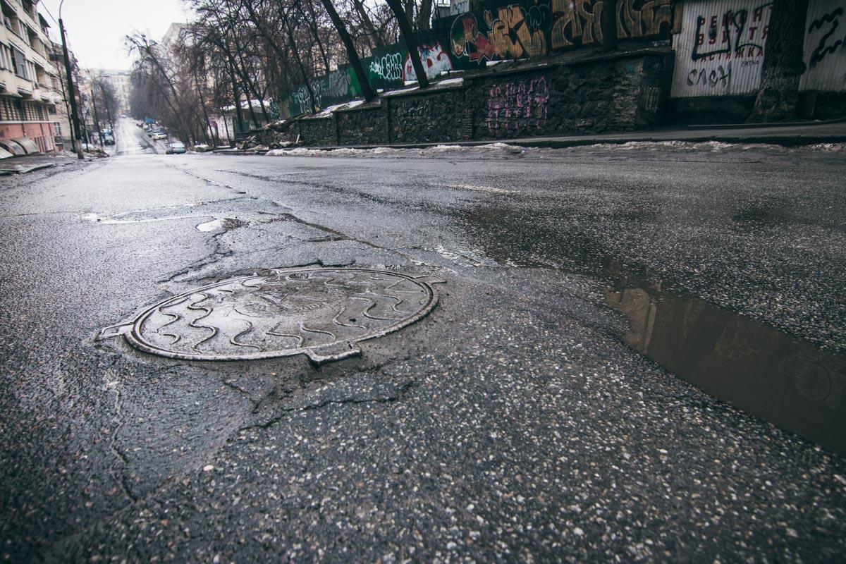 Глубоких ям на дороге нет