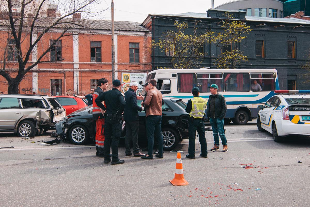 Водитель Audi - с забинтованной головой кидался на полицейских