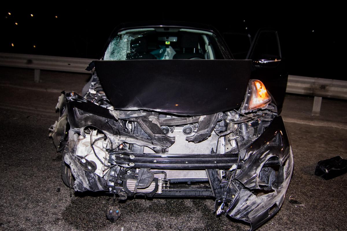 Машина сильно пострадала