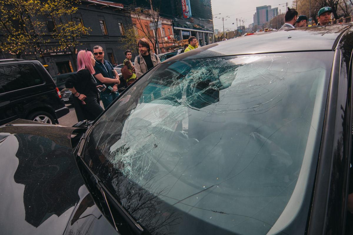 У водителя Subaru рассечено лицо