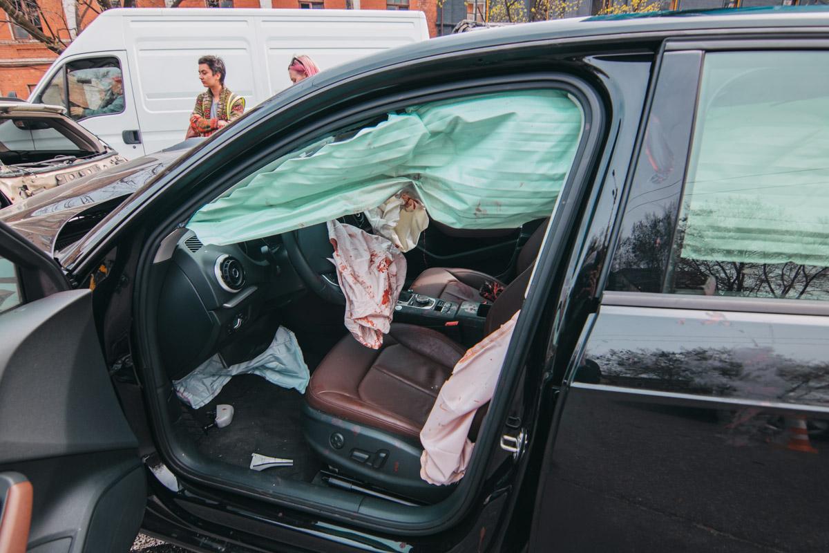Внутри салона Audi все было в крови