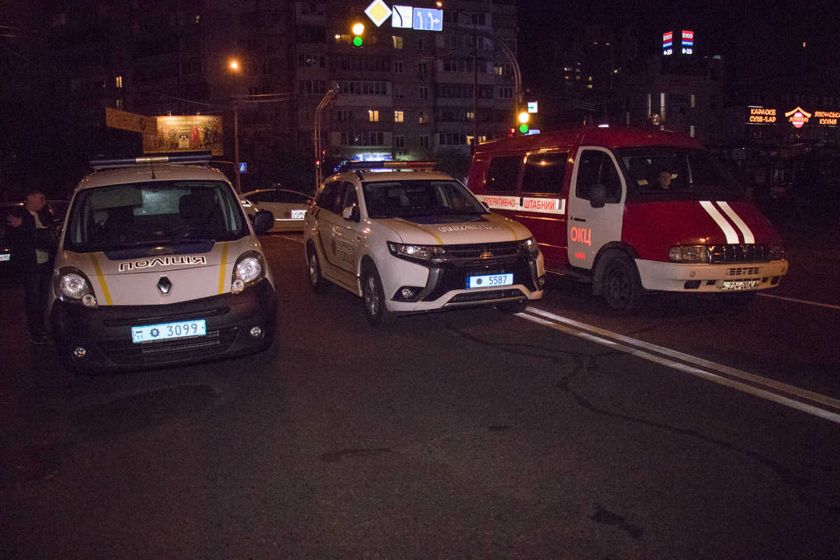 По словам полиции, вызов о взрывы в автомобиле Chevrolet Lacetti поступил в 22:20